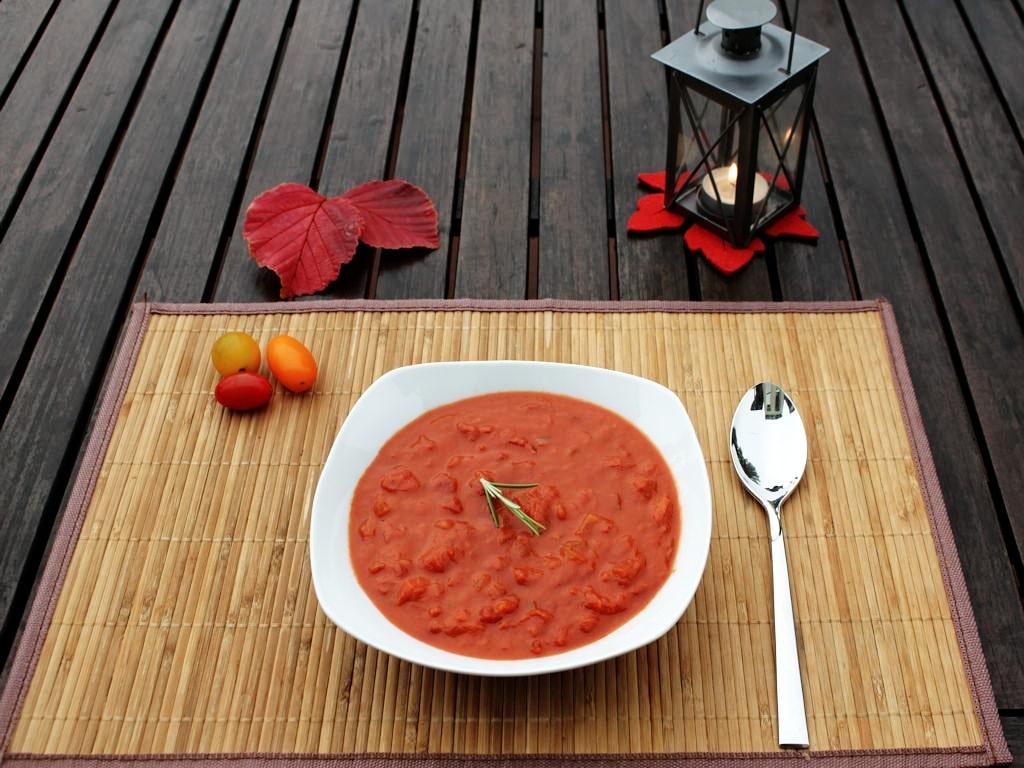 tomatensuppe mit aprikosen. Black Bedroom Furniture Sets. Home Design Ideas