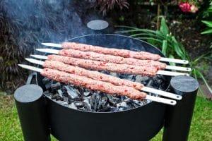 Adana Kebab grillen