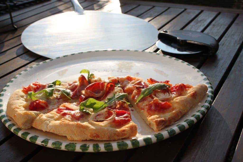 Weber Elektrogrill Pizza Backen : Pizza vom grill u die ultimative anleitung futterattacke