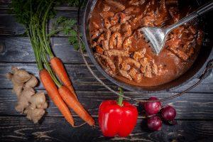 Rindfleisch mit Gemüse aus dem Dutch Oven