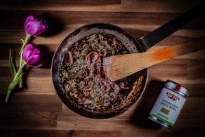 Zwiebelsuppe im Sonntagsbrötchen
