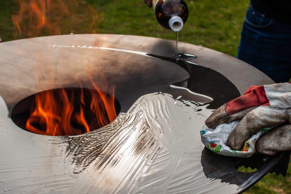 Feuerplatte einbrennen