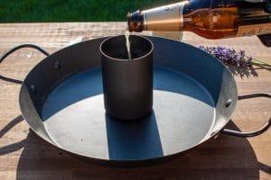 Hähnchenständer füllen mit Bier