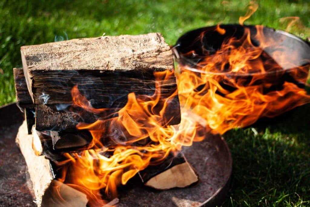 Feuerstelle für den Dutch Oven