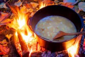 Suppe im Dutch Oven