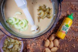 Suppe pürieren mit dem Stabmixer