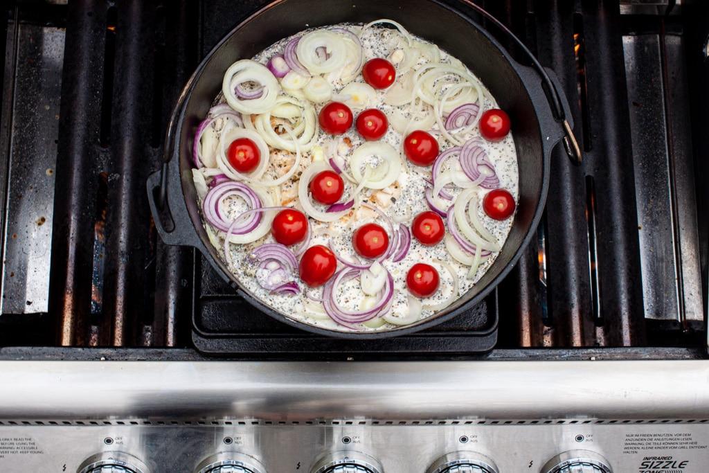 Hähnchen in Weissweinsauce aus dem Dutch Oven Gasgrill
