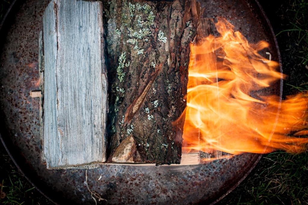 Feuerstelle, Holz entzünden