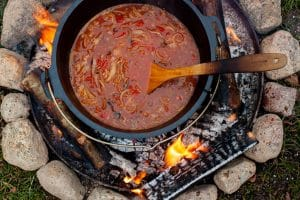 Cabanossi Suppe aus dem Dutch Oven