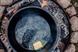 Dutch Oven Butter schmelzen