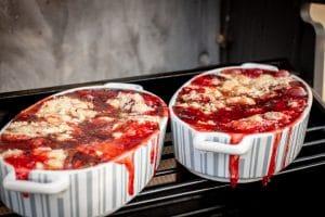 Crumble mit Erdbeeren, Schokolade und Rum