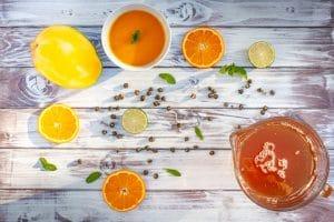 Tee und Fruchtsaft