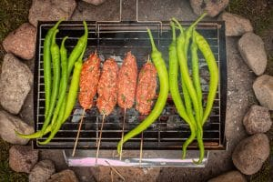 Köfte und Paprika auf dem Grill