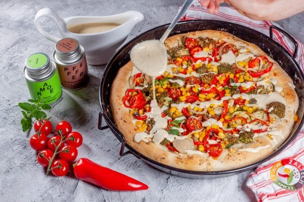 Pan Pizza mit Sauce hollandaise
