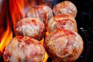 Bacon Bomb auf dem Grill