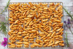 Country Potatoes auf dem Rost vom Backofen