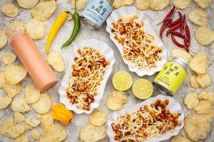 Mais und Käse mischen