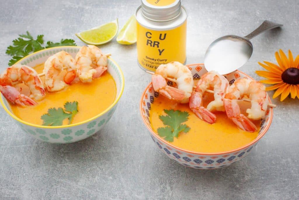 asiatische Suppe mit Garnelen aus dem Mixer