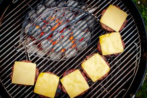 Cheeseburger Patties grillen