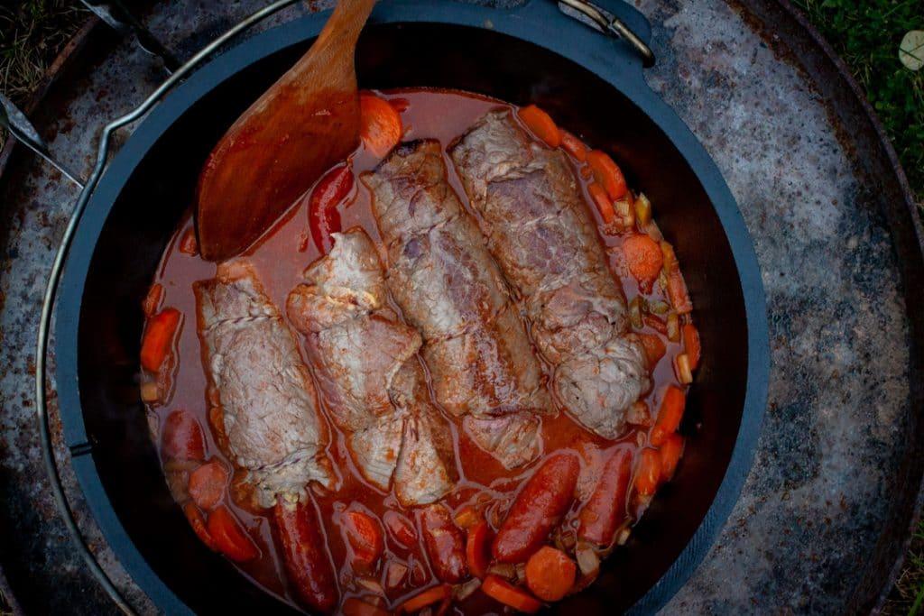 Rouladen im Dutch Oven schmoren
