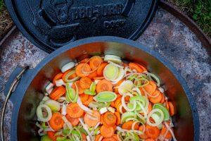 Suppengemüse im Dutch Oven