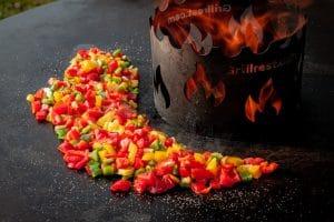 Paprika uf der Feuerplatte für Tapas