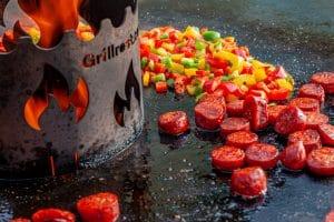 Chorizo und Paprika auf der Feuerplatte für Tapas