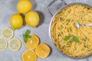 One Pot Pasta mit Citrusfrüchten