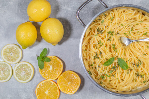 One Pot Pasta mit Citrusfrüchten
