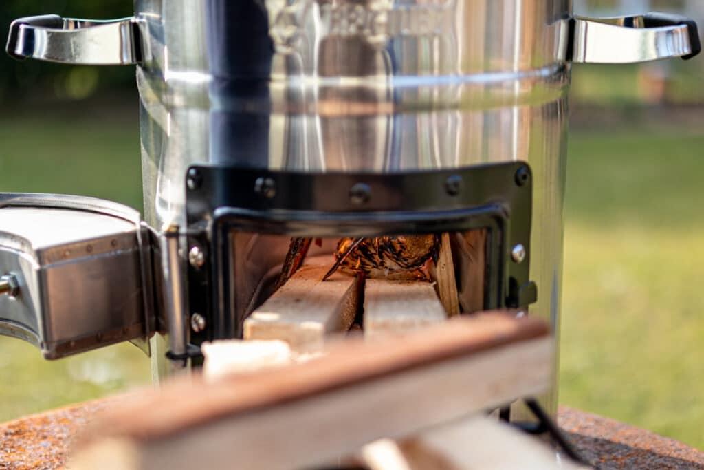 Raketenofen Brennkammer mit Holz