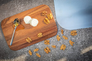 Zutaten für Flammkuchen mit Ziegenkäse und Honig