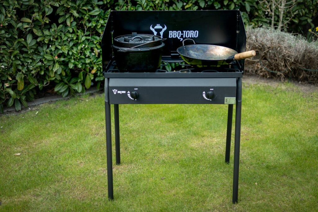 Gas Grilltisch BBQ-Toro mit Wok Mahlzeit und Dutch Oven