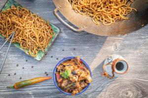 Rindfleisch Sichuan Art mit Mie Nudeln aus dem Wok